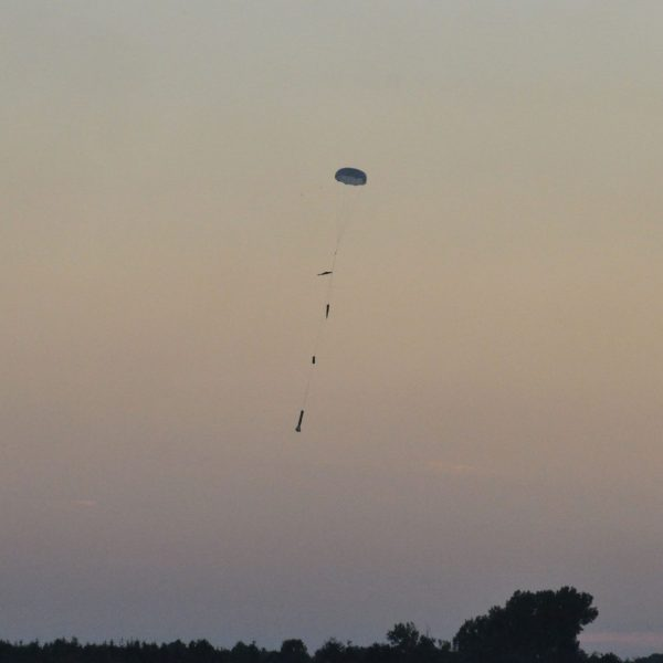 Landing approach with the main parachute