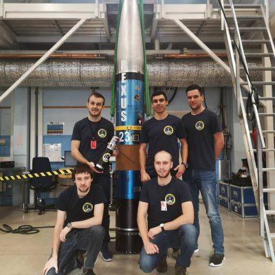 Das Team vor Ort: (hinten v.l.n.r) Clemens Riegler (Uni Würzburg), Alexander Hartl (TU Wien Space Team), Eric Heimann (Uni Würzburg), (vorne v.l.n.r.) Tobias Neumann (Uni Würzburg) , Florian Kohmann (Uni Würzburg) (c) Project Daedalus
